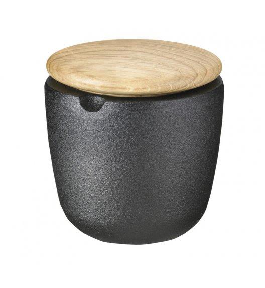 Żeliwny pojemnik na przyprawy Skeppshult z dębową pokrywką. /Btrzy
