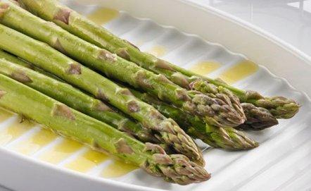 Sezon na szparagi trwa! Jak je gotować i z czym podawać?